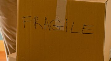 8 Easy Tips for Packing Fragile Items for Moving